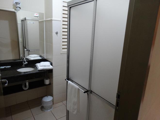 Alerri Hotel - 里贝朗普雷图 - 浴室