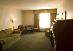 费尔布瑞芝套房汽车旅馆 - 爱达荷福尔斯 - 爱达荷福尔斯 - 睡房