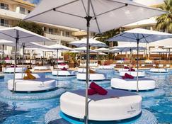 马罗尔卡 BH 成人酒店 - 马盖鲁夫 - 游泳池