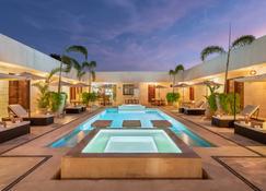 阿维拉精品酒店 - 萨与利他 - 游泳池