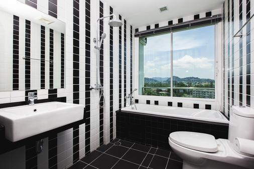 普吉岛宽敞公寓式酒店 - 普吉岛 - 浴室