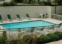 奥斯汀圆石城万怡酒店 - 圆石城 - 游泳池