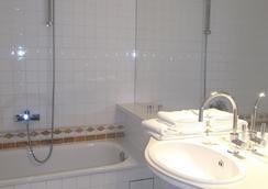 阿方索宫殿酒店 - 亚琛 - 浴室