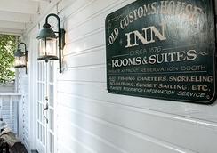 Smallest Bar Inn - 基韦斯特 - 建筑