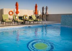 珍珠湾酒店式公寓 - 多哈 - 游泳池