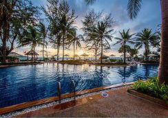 普吉岛卡塔坦尼海滩度假村 - 卡伦海滩 - 游泳池