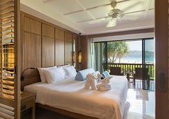 普吉岛卡踏参尼海滩度假酒店 - 卡伦海滩 - 睡房