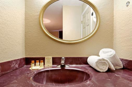 奥兰多环球影城附近的戴斯酒店 - 奥兰多 - 浴室