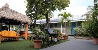 贝壳汽车旅馆及国际旅舍 - 基韦斯特 - 建筑