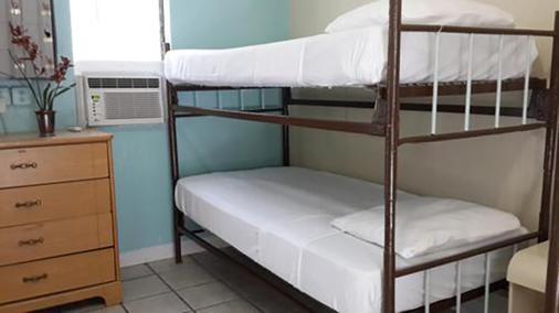 贝壳汽车旅馆及国际旅舍 - 基韦斯特 - 睡房