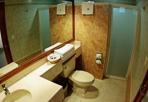 金叶酒店及套房 - 瓜达拉哈拉 - 浴室