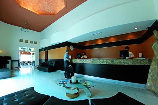 金叶酒店及套房 - 瓜达拉哈拉 - 柜台