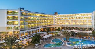 康斯坦丁诺布罗斯雅典娜皇家海滩酒店 - 帕福斯
