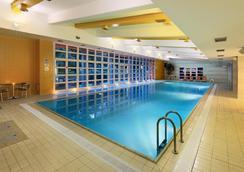 杜鸥酒店 - 布拉格 - 游泳池