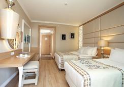 Quattro Beach Spa & Resort - 阿拉尼亚 - 睡房