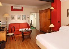 瑞雷斯6瓦尔托尔米诺酒店 - 罗马 - 睡房