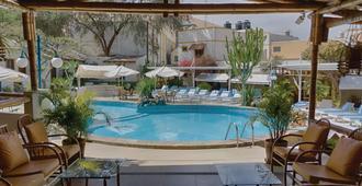 西扎旅馆 - 伊卡 - 游泳池
