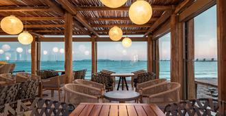 米特西斯瑞妮拉海滩温泉度假村 - 古瓦伊 - 酒吧