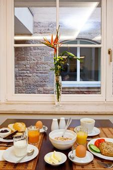 安科纳生活巴沙利8号酒店 - Baden-Baden - 餐馆