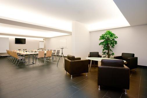 安科纳生活巴沙利 8 号酒店 - 巴登-巴登 - 商务中心