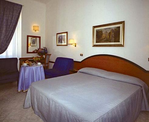 桑亚酒店 - 罗马 - 睡房