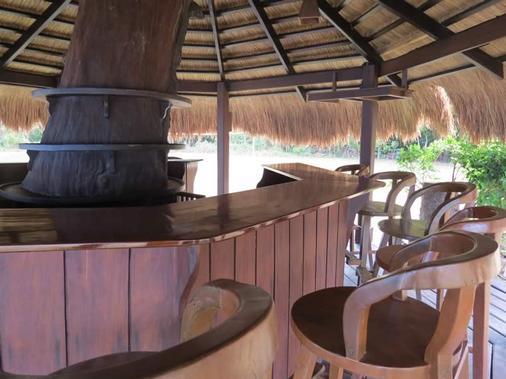 爱妮岛湾度假酒店 - 爱妮岛 - 酒吧
