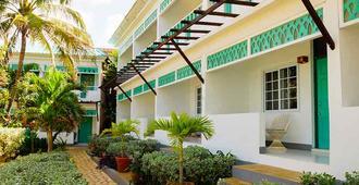 圣莎拉克里夫水疗度假酒店 - 尼格瑞尔 - 建筑
