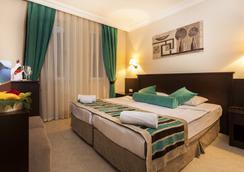 Kleopatra Royal Palm Hotel - 阿拉尼亚 - 睡房
