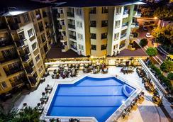 Kleopatra Royal Palm Hotel - 阿拉尼亚 - 游泳池