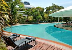 凯恩斯希尔顿酒店 - 凯恩斯 - 游泳池
