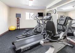 阿尔巴尼纽约州立大学(SUNY)戴斯酒店 - Albany - 健身房
