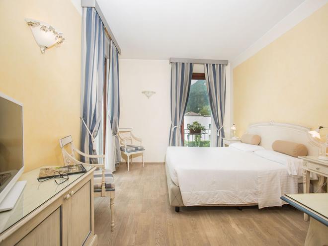 金色海滩 - 舒适及精品公寓式酒店 - 萨罗(伦巴第大区) - 睡房