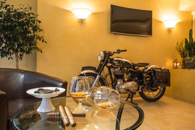 金色海滩 - 舒适及精品公寓式酒店 - 萨罗(伦巴第大区) - 休息厅