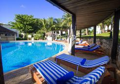 坎昆普拉亚斯瑟鲁斯马酒店 - 坎昆 - 游泳池