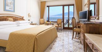 德拉维尔大酒店 - 索伦托 - 睡房