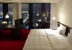 帝王河畔酒店 - 汉堡 - 睡房