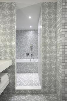 帝王河畔酒店 - 汉堡 - 浴室
