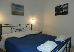 Hotel Narkissos - 卡马利 - 睡房