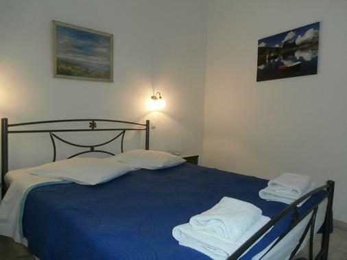 那科索斯酒店 - 卡马利 - 睡房