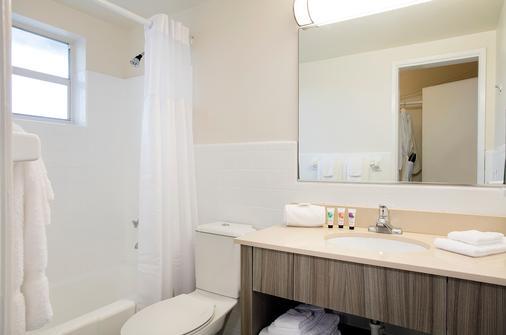 财神酒店 - 劳德代尔堡 - 浴室