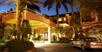 特里亚农老那不勒斯酒店 - 拿坡里