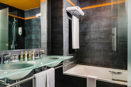 欧洲之星雷纳费利西亚Spa酒店 - 哈卡 - 浴室
