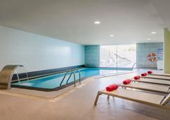 欧洲之星雷纳费利西亚Spa酒店 - 哈卡 - 游泳池