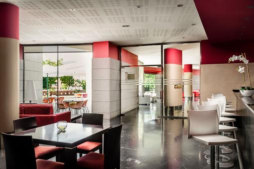 欧洲之星雷纳费利西亚Spa酒店 - 哈卡 - 酒吧