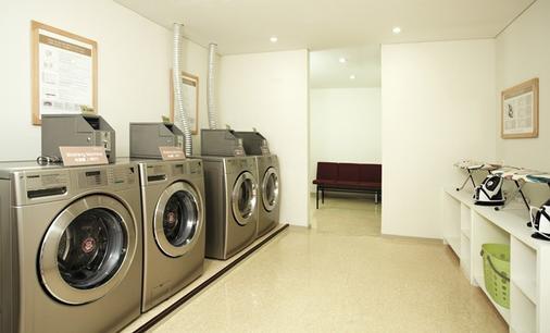 金浦机场乐天城市酒店 - 首尔 - 洗衣设备