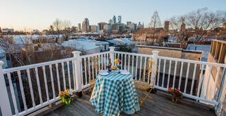 费城贝拉维斯塔住宿加早餐酒店 - 费城 - 阳台