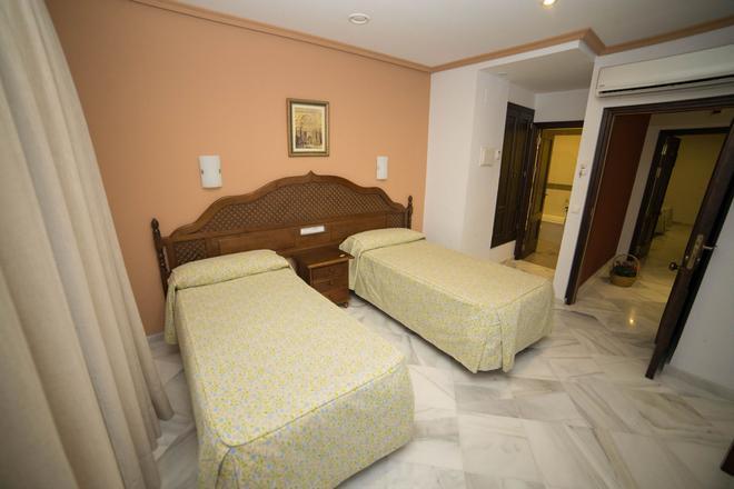洛斯奥美亚斯酒店 - 科尔多瓦 - 睡房