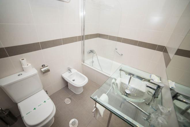 洛斯奥美亚斯酒店 - 科尔多瓦 - 浴室