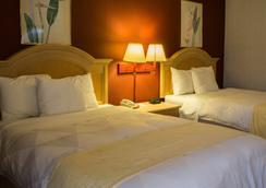 Ambassador Inn & Suites - 米德尔敦 - 睡房