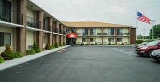 罗德岛米德尔敦红屋顶套房酒店 - 米德尔敦 - 建筑